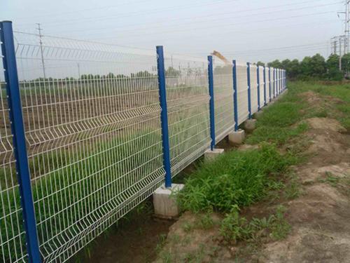 圈地桃型柱护栏网